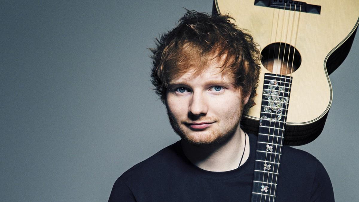 Sheeran visitou a fã para cantar Photograph, o maior hit dele, munido de um ukelelê rosa