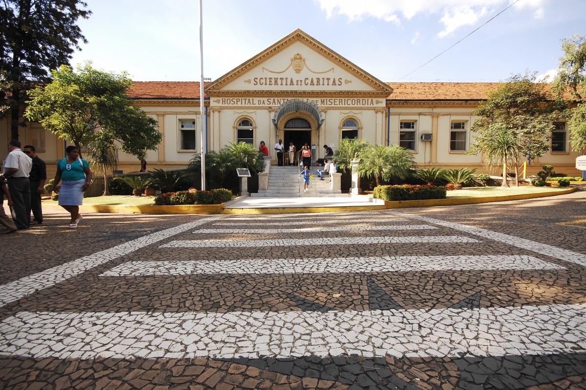 Fachada da Santa Casa de Piracicaba